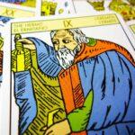 О трактовке прямых и перевернутых карт Таро